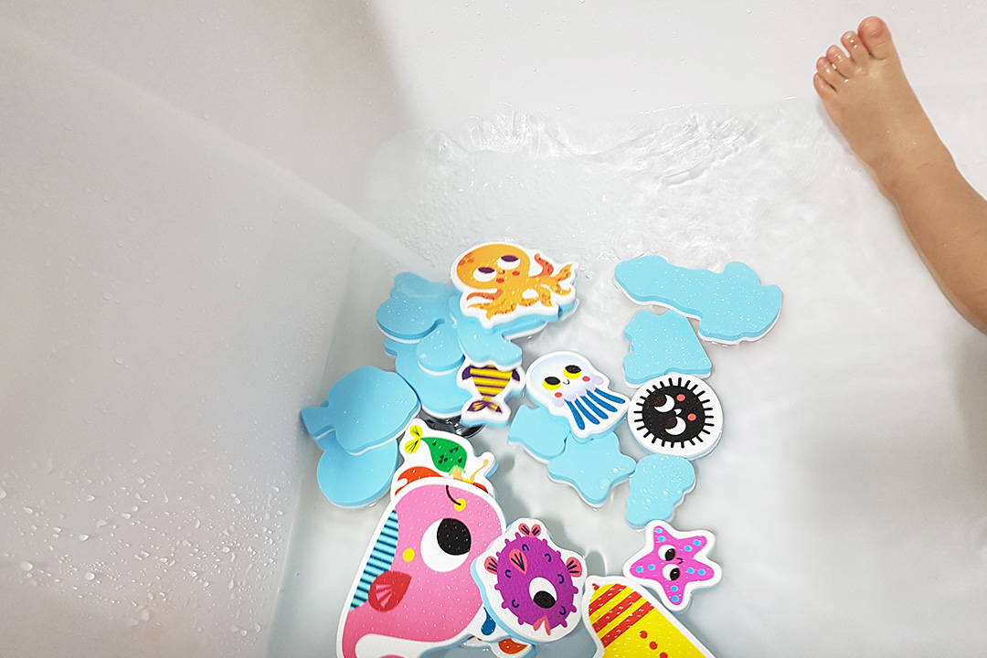bathsticker_02.jpg